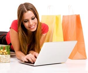 Ragazza che fa acquisti online